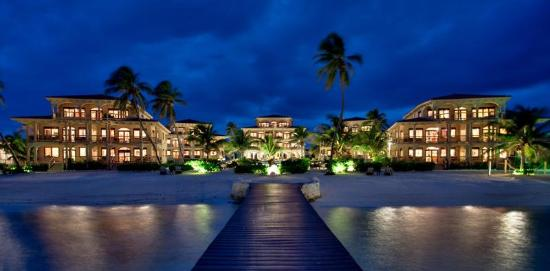 Coco Beach Resort: Exterior Nite