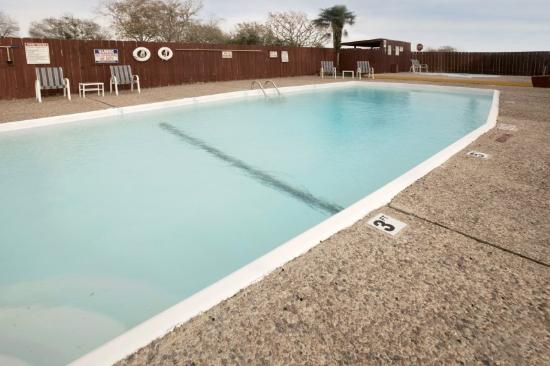 Edna, TX: OUTDOOR POOL