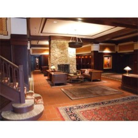 Hotel Pattee Lobby