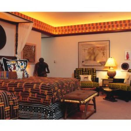 Perry, IA: Pattee African Room