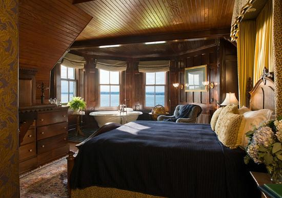 Castle Hill Inn: Turret Suite
