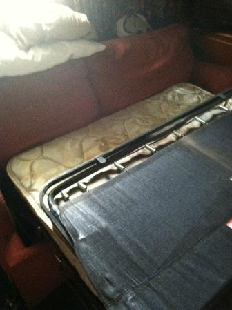 Rodeway Inn: disgusting pull out couch