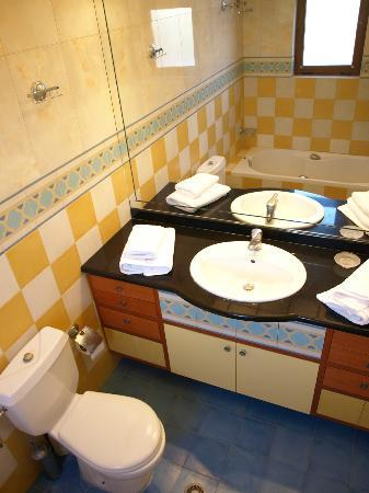 Stefanakis Villas (bathroom)