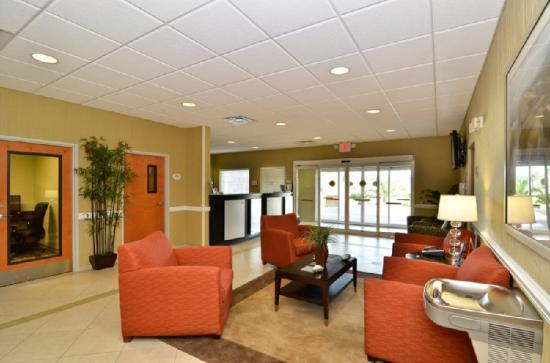 BEST WESTERN PLUS Brunswick Inn & Suites: Hotel Lobby