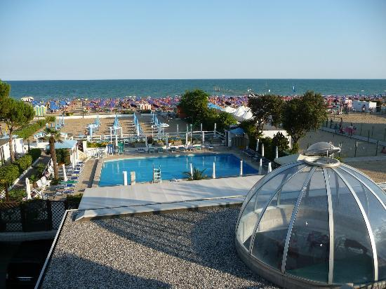 La Brezza: View over the pool and beach area