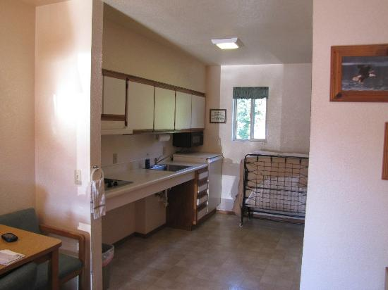 Mini Golden Inns Motel: Kitchen Area