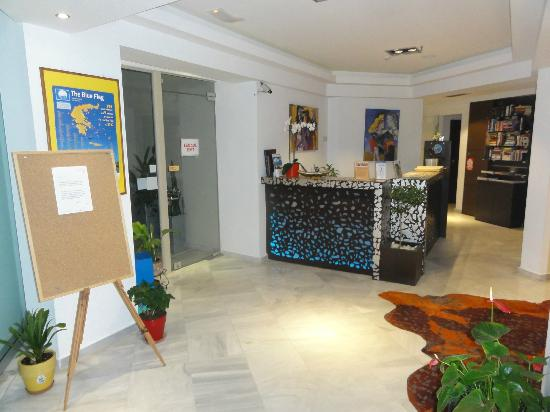 Steris Apartments: Reception Area
