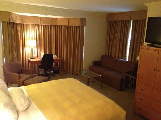 BEST WESTERN PLUS De Anza Inn: Room (Nice!)