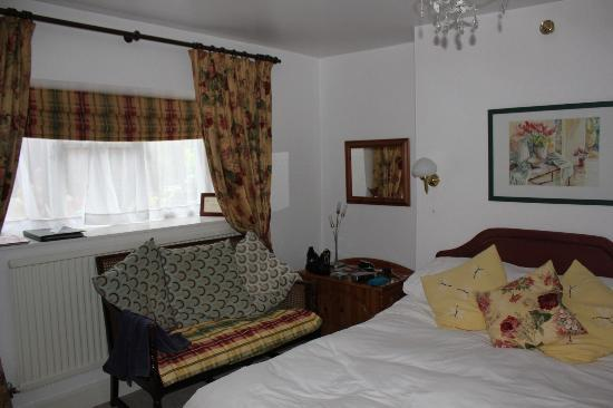 Pen-y Bryn Guest House: Our room (private sole use bathroom across corridor)