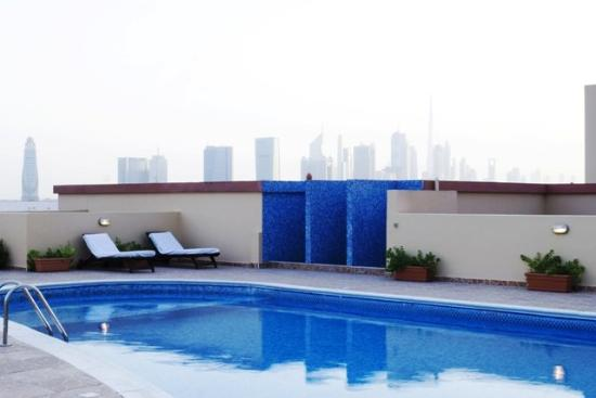Arabian Dreams Hotel Apartments: Pool view