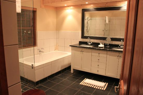 De Hoek Manor: Beautiful bathroom