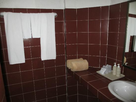 Tropica Bungalow Hotel: Bathroom