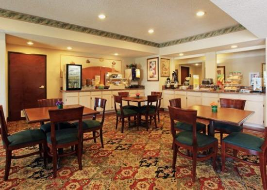 Quality Inn &amp; Suites West Chase: Restaurant