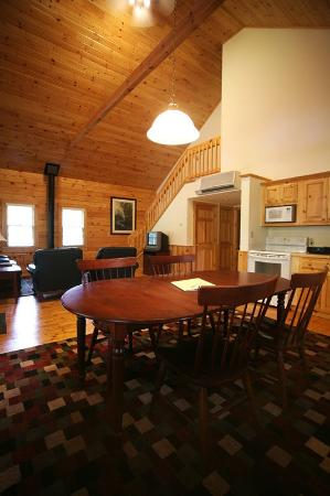 Northport, ME: 3 Bedroom King Cabin Dining Room