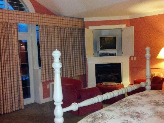Lake Opechee Inn and Spa: Another Atlantic Room view