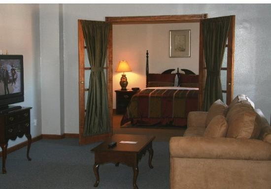 Missouri Athletic Club: Guest Room With Sitting