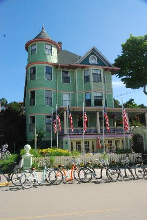 Inn on Mackinac: View of the Inn from the street
