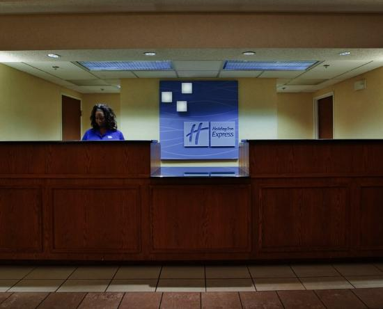Holiday Inn Express Hotel &amp; Suites Kinston: Front Desk