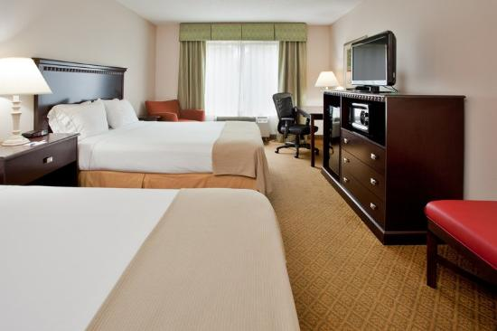Holiday Inn Express Hotel &amp; Suites Kinston: Two Queen Beds Guest Room