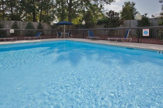 Holiday Inn Express Hotel & Suites Kinston: Swimming Pool