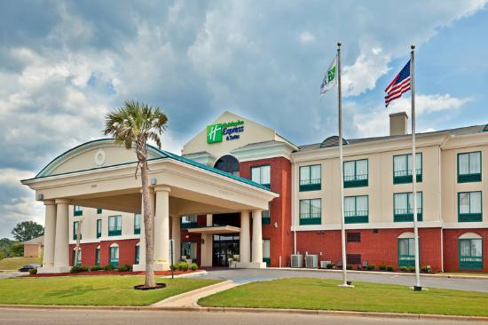 Holiday Inn Express Hotel & Suites Selma: Hotel Exterior