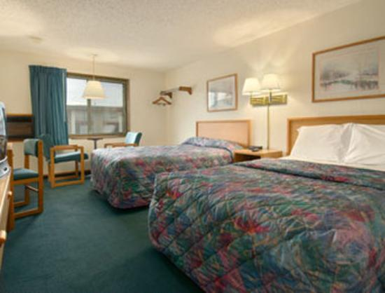 Super 8 Norfolk: Standard Two Double Bed Room