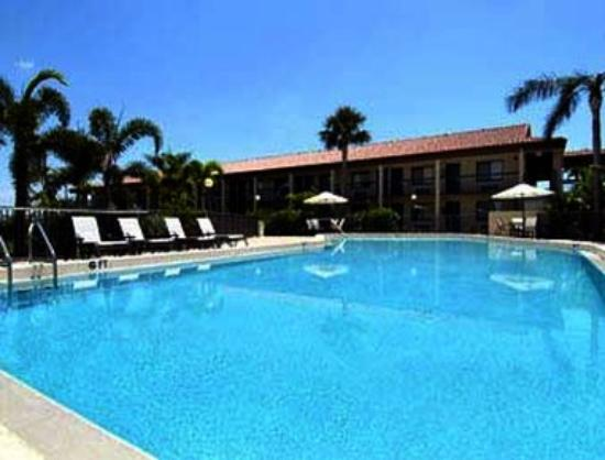 Super 8 Riviera Beach/West Palm Beach: Pool