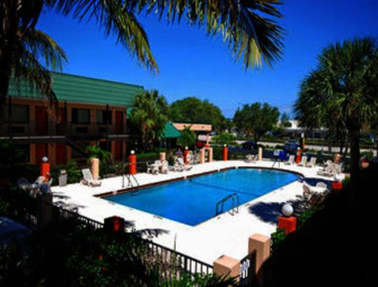 Super 8 North Palm Beach: Pool