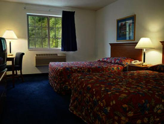 Super 8 Highland: Standard Two Queen Bed Room