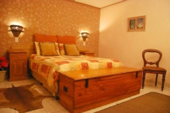101 Oudtshoorn Holiday Accommodation: Room H