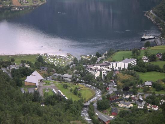 Hotel Union Geiranger: Union Hotel - large white building on the right