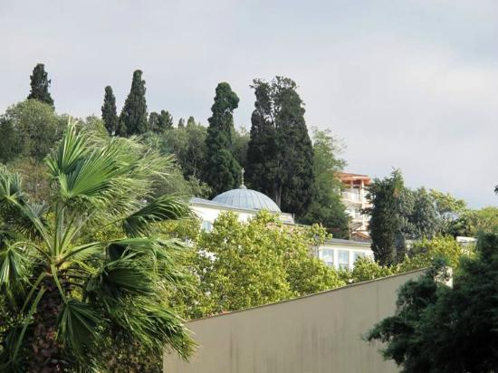 Ciragan Palace Kempinski Istanbul: A little Mosque in the backyard