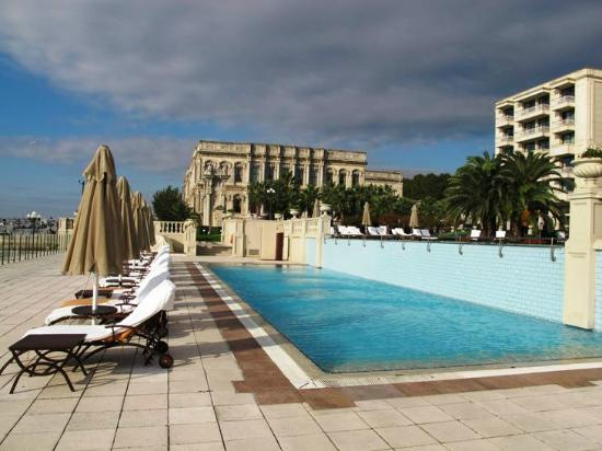 Ciragan Palace Kempinski Istanbul: Pool Area Facing the Pasha Palace