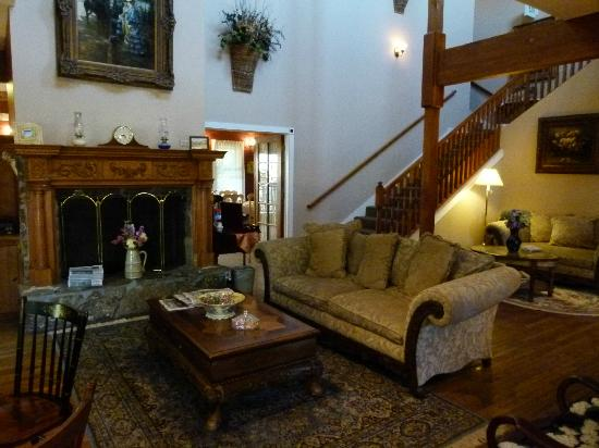 Grand Victorian Lodge: Relaxing...and always with coffee or tea available.