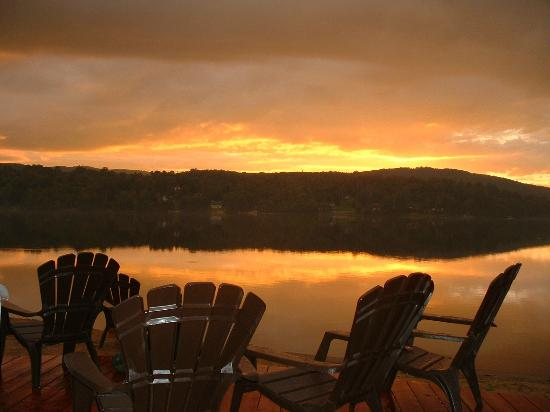 Auberge Tremblant Onwego Inn: exceptional sunset