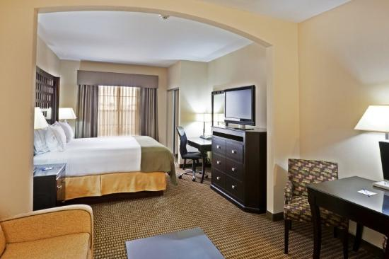 Holiday Inn Express Hotel & Suites Durant: King Bed Guest Room