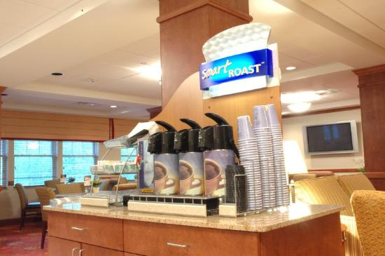 Holiday Inn Express & Suites Tilton: Smart Roast Coffee Station