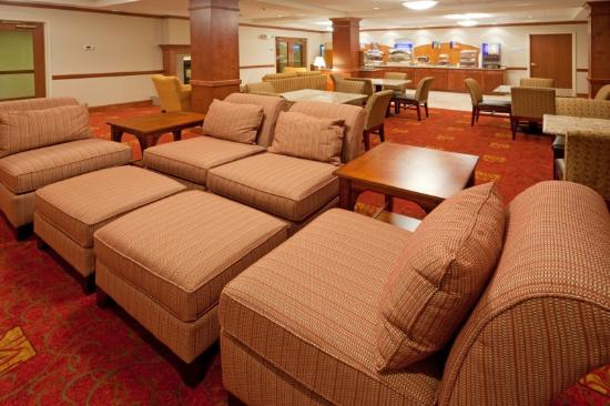 Holiday Inn Express & Suites Tilton: Breakfast Area