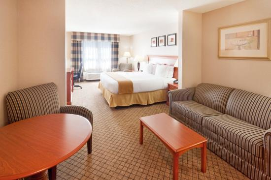 Holiday Inn Express & Suites Tilton: King Suite