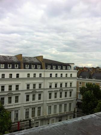 Regency Hotel - Queen&#39;s Gate: View from the room facing the street, 6th floor