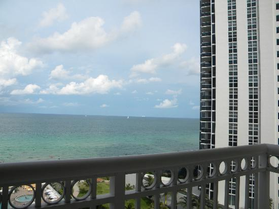 Sunny Isles Beach, Φλόριντα: view from room 3