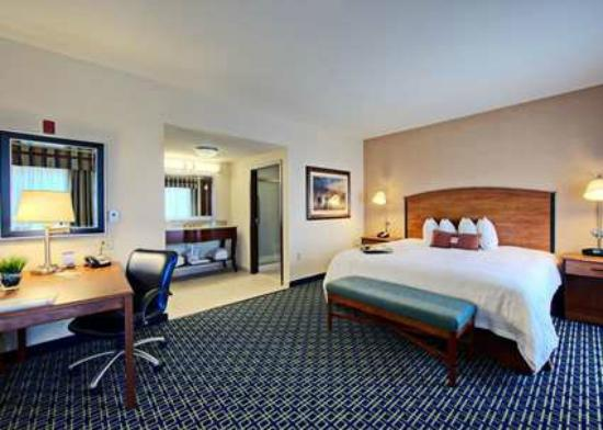 Hampton Inn & Suites Mansfield: Guest Room