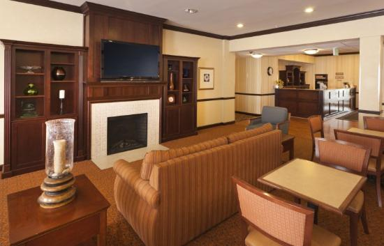 Country Inn & Suites Baltimore North: Breakfast Room Lobby