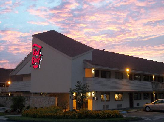 Red Roof PLUS+ Boston – Framingham is one of the best % smoke-free budget hotels in Framingham, MA that is right off of I and just 18 miles from downtown Boston.