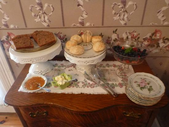 The Watson House: Breakfast baked goods and fruits