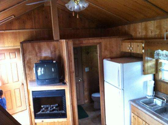 Ponderosa Pines Campgrounds: Kitchen, Living, Dining room