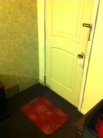 Falls Motel: Entry door leads right out to parking lot. Notice the Christmas themed entry mat!