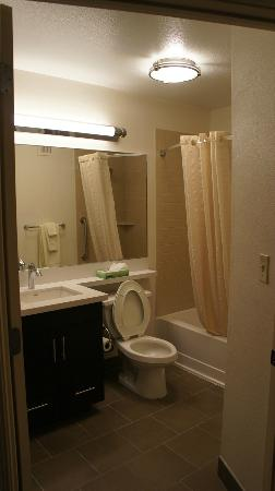 Candlewood Suites Minneapolis - Richfield: Bathroom