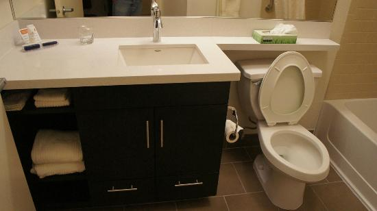 Candlewood Suites Minneapolis - Richfield: Toilet sink