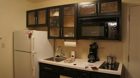 Candlewood Suites Minneapolis - Richfield: Kitchenette
